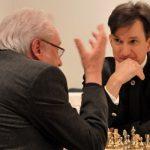 Jens Oberheide (l.) und Marek Kalbus (r.) beim fiktiven Schachgespräch